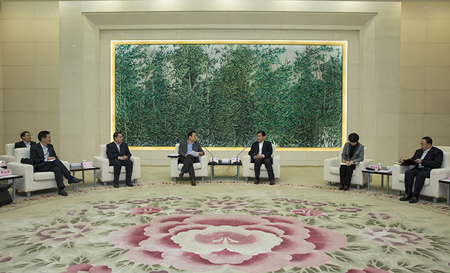 中国信保与商务部签署《关于建立合作机制的框架协议》
